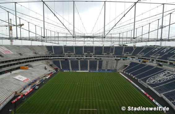 Commerzbank Arena überdacht